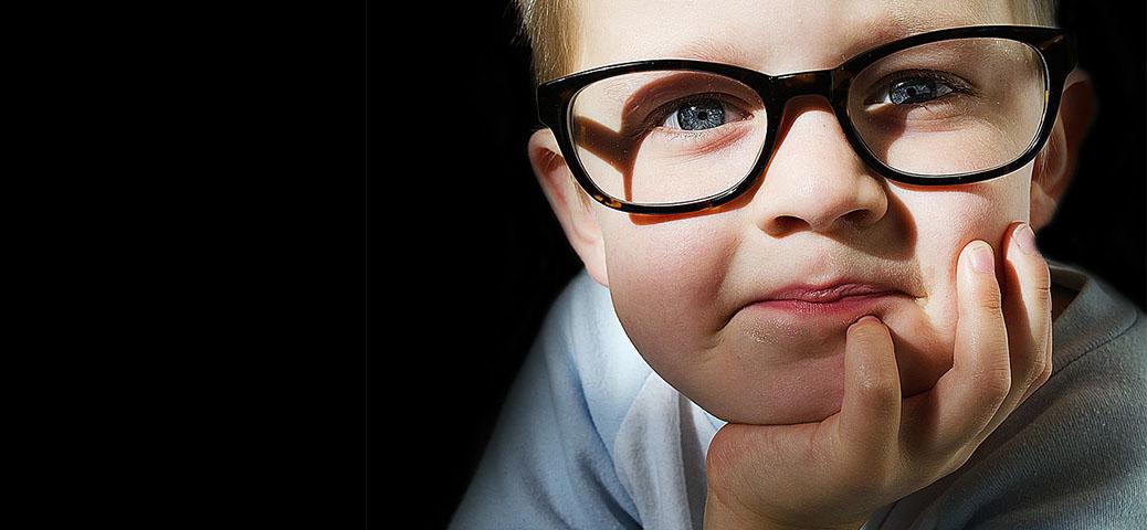 niño gafitas - ¿Qué es el Ojo Vago?