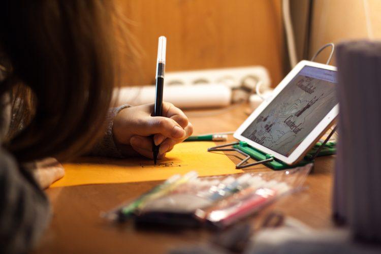 blur close up colored pens 213015 e1539169079338 - La visión y las nuevas tecnologías
